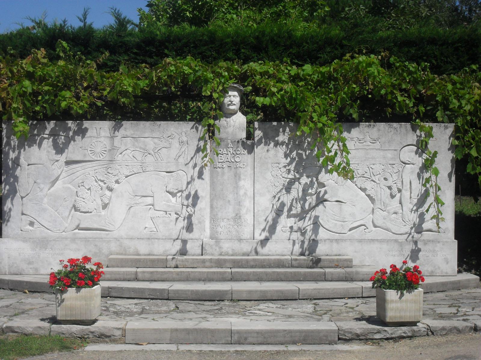 Monument aux morts de Bélus